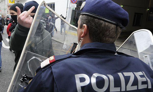 Die Wiener Polizei steht nach ihrem Einsatz am Samstag in der Kritik. / Bild: (c) APA/HERBERT PFARRHOFER