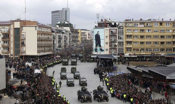 Members of the Kosovo Security Forces march during a celebration marking the fifth anniversary of Kosovo's declared independance from Serbia in Pristina / Bild: REUTERS