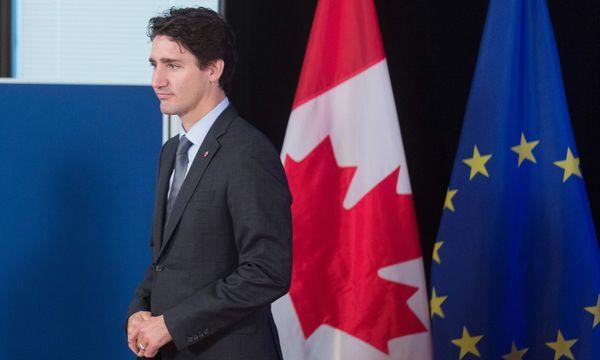 Der kanadische Premier Justin Trudeau bei der Vertragsunterzeichnung. / Bild: APA/AFP/POOL/THIERRY MONASSE