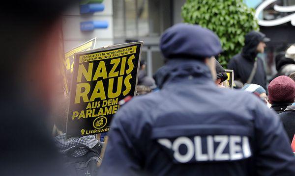 Bild von der Demo am Samstag / Bild: APA/HERBERT PFARRHOFER