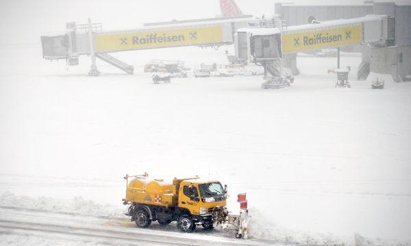 Der Flughafen Wien musste am Donnerstag Flüge verschieben und ausfallen lassen. / Bild: (c) APA/ROBERT JAEGER (ROBERT JAEGER)