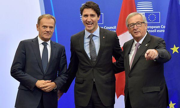 Donald Tusk, Justin Trudeau und Jean-Claude Juncker / Bild: (c) REUTERS (ERIC VIDAL)