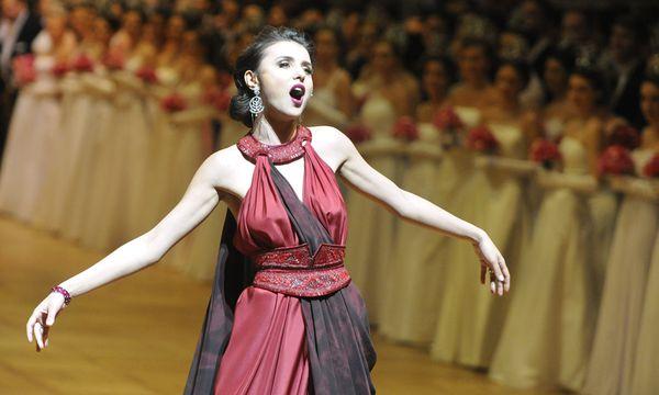Live-Bericht: Die Oper legt ihr Ballkleid an /