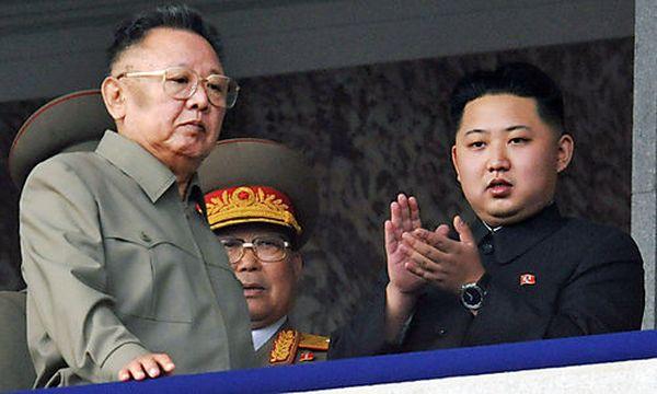 Archivbild: Kim Jong-il und Kim Jong-un / Bild: (c) AP ()