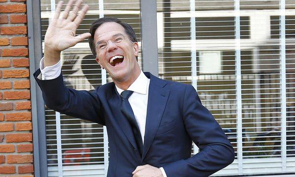 Mark Rutte, hier beim Wahllokal, hat Grund zum Jubeln. / Bild: (c) Reuters