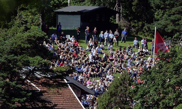 Norwegen-Terror: Überlebende zurück auf Utøya  / Bild: Gedenkverstanstaltung am Samstag auf auf Utøya  (c) EPA (Hannibal Hanschke)