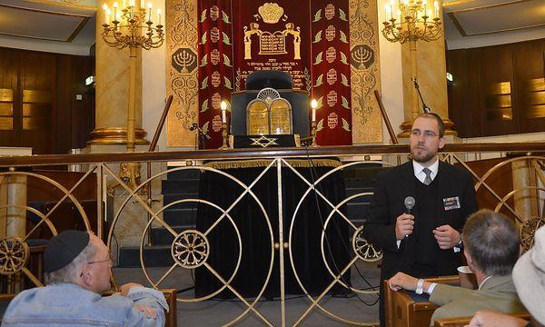 Das Verfahren gegen Schlomo Hofmeister (stehen, rechts) ist eingestellt. / Bild: (c) DiePresse.com/klepa