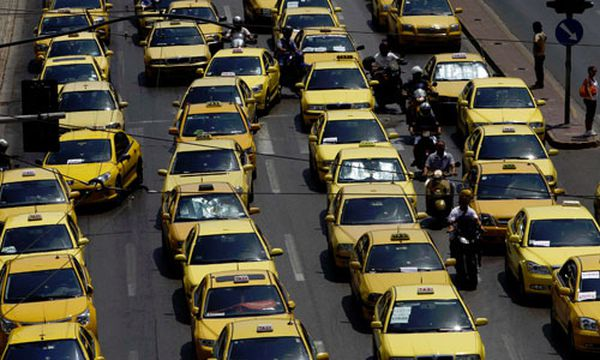 Taxifahrer streiken: Verkehrschaos in Athen / Bild: (c) Reuters (John Kolesidis)