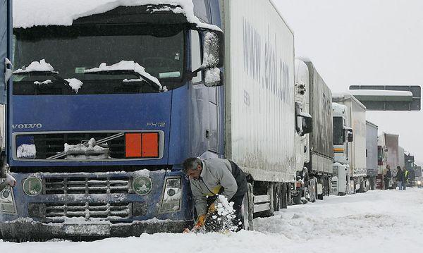 Das Verkehrsministerium setzt auf kurzfristige Maßnahmen und nicht auf ein generelles Verbot. / Bild: (c) AP (CHRISTOF STACHE)