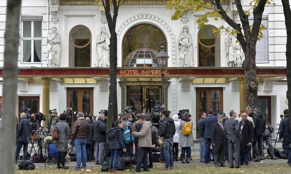 Nächste Woche werden Journalisten aus der ganzen Welt wieder vor dem Hotel Imperial am Wiener Ring in Stellung gehen. / Bild: APA/HERBERT NEUBAUER