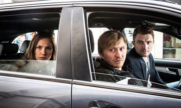 Die Kommissare Henry Funck (Friedrich Mücke), Maik Schaffert (Benjamin Kramme) und Johanna Grewel (Alina Levshin) beobachten den Club von Nadine Schuricke / Bild: (c) ORF (Andreas W�nschirs)