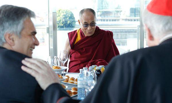 Frühstück mit Faymann: Dalai Lama lobt Österreich  / Bild: APA/BUNDESHEER/ANDYWENZEL