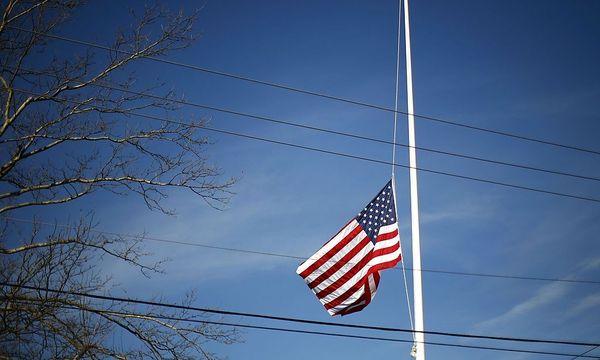 Eine US-Flagge auf Halbmast / Bild: REUTERS