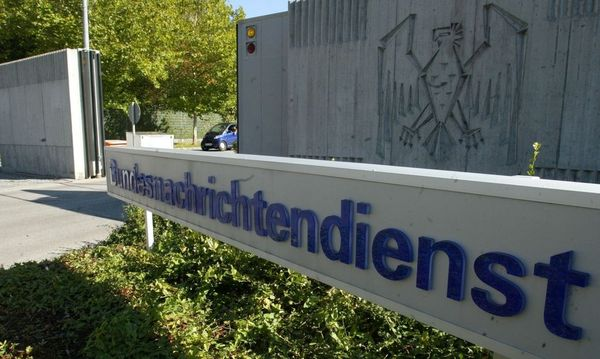 File picture shows the main entrance of Germany's intelligence agency Bundesnachrichtendienst (BND) headquarters in Pullach / Bild: REUTERS