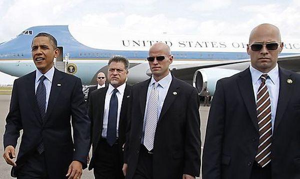 Obama mit Agenten des Secret Service / Bild: (c) REUTERS (Kevin Lamarque)