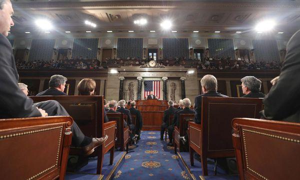 """""""Die Zeit für triviale Streitereien ist hinter uns"""": Donald Trump gab sich am Mittwochabend vor dem Kongress versöhnlich. / Bild: (c) APA/AFP/POOL (JIM LO SCALZO)"""