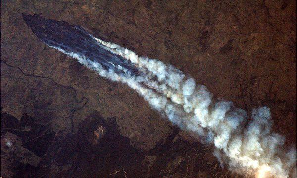 Eine Aufnahme von der Internationalen Raumstation vom Buschbrand nahe Burrinjuck Dam. / Bild: (c) AP (Chris Hadfield)