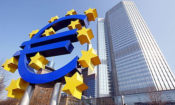 Die Euro-Skulptur und Europaeische Zentralbank / Bild: (c) AP (Michael Probst)