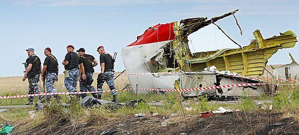 Die Absturzstelle war umkämpft, was die Beweisaufnahme erschwerte. Im Bild: Soldaten der prorussischen Rebellen am 20. Juli 2014. / Bild: APA/EPA/ROBERT GHEMENT