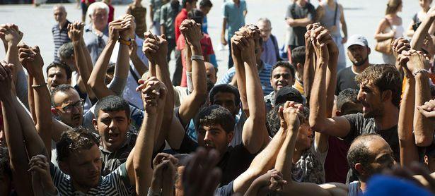 Ungarn ließ hunderte Flüchtlinge, die am Budapester Bahnhof gewartet hatten, mit dem Zug ausreisen. / Bild: APA/EPA/Peter Lakatos