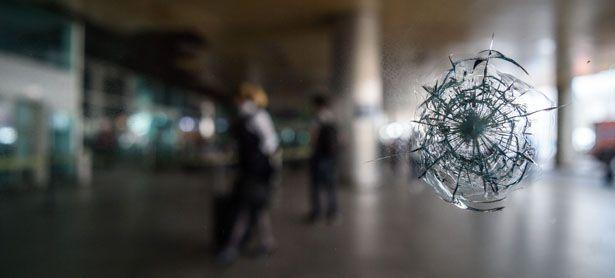 Im Visier des Terrors: In der Nacht auf Mittwoch schlugen die Terroristen auf dem Atatürk-Flughafen im europäischen Teil Istanbuls zu. Das Szenario glich dem in Brüssel im März. / Bild: (c) APA/AFP/OZAN KOSE