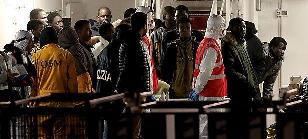 Surviving immigrants arrive by Italian coastguard ship Bruno Gregoretti in Catania´s Harbour / Bild: (c) REUTERS (ALESSANDRO BIANCHI)