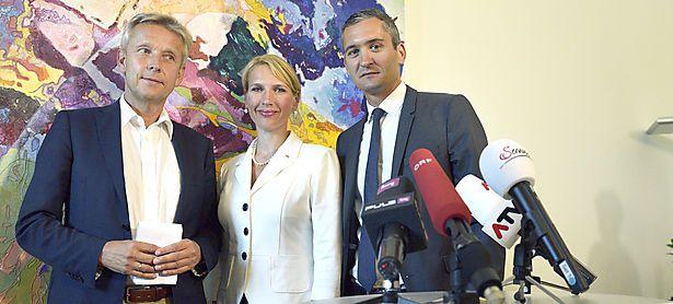 Zuwachs für den ÖVP-Klub: Lopatka mit Nachbaur und Ertlschweiger (v. l.) / Bild: APA/HANS PUNZ