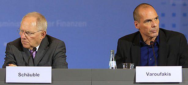 Varoufakis (r.) bei seinem deutschen Kollegen Wolfgang Schäuble / Bild: Bloomberg