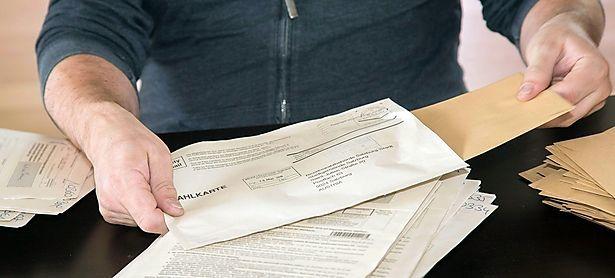 Manchen Bezirken wird vorgeworfen, die Kuverts zu früh geöffnet zu haben. / Bild: (c) APA/NEUMAYR/MMV (NEUMAYR/MMV)