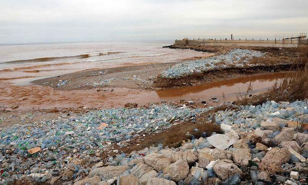 Ein verschmutzter Strand im Libanon.