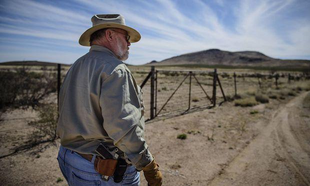 Archivbild: Ein amerikanischer Landbesitzer an der Grenze zu Mexiko, wo die Mauer entstehen soll.