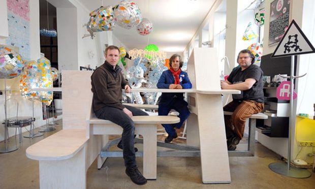 Modernes infodesign im schnee das brettl muss weg for Walking chair design studio vienna