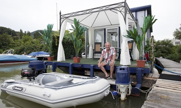 wie ein weltenbummler seinen platz auf einem hausboot fand. Black Bedroom Furniture Sets. Home Design Ideas