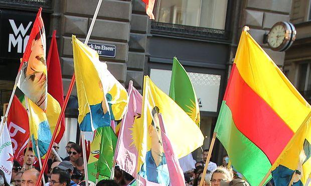Demo Freitag Wien Detail: Kurden-Demo: Polizei Arbeitet Vorfälle In Wien Auf