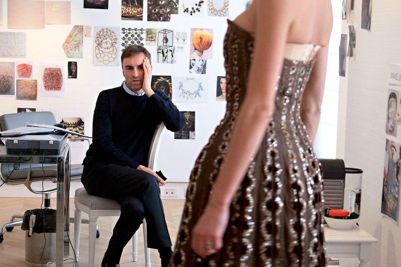 Kritisch. Die Vision von Raf Simons für Dior wird offenkundig. / Bild: (c) Beigestellt