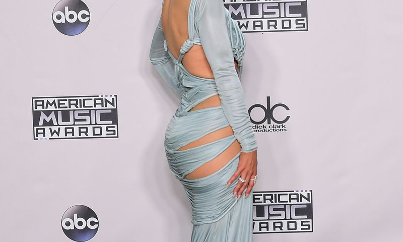Kendall Jenner shows off her dress as she arrives on the red carpet at the MuchMusic Video Awards (MMVA) in Toronto / Bild: (c) APA/AFP/FREDERIC J. BROWN (FREDERIC J. BROWN)
