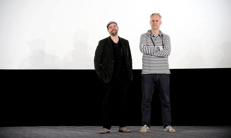 Robert Stachel (l.) und Peter Hörmanseder auf der Bühne im Wiener Gartenbaukino. / Bild: Die Presse