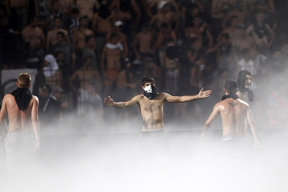 Riot police step in after PAOK and Rapid Vienna fans clash in Greece