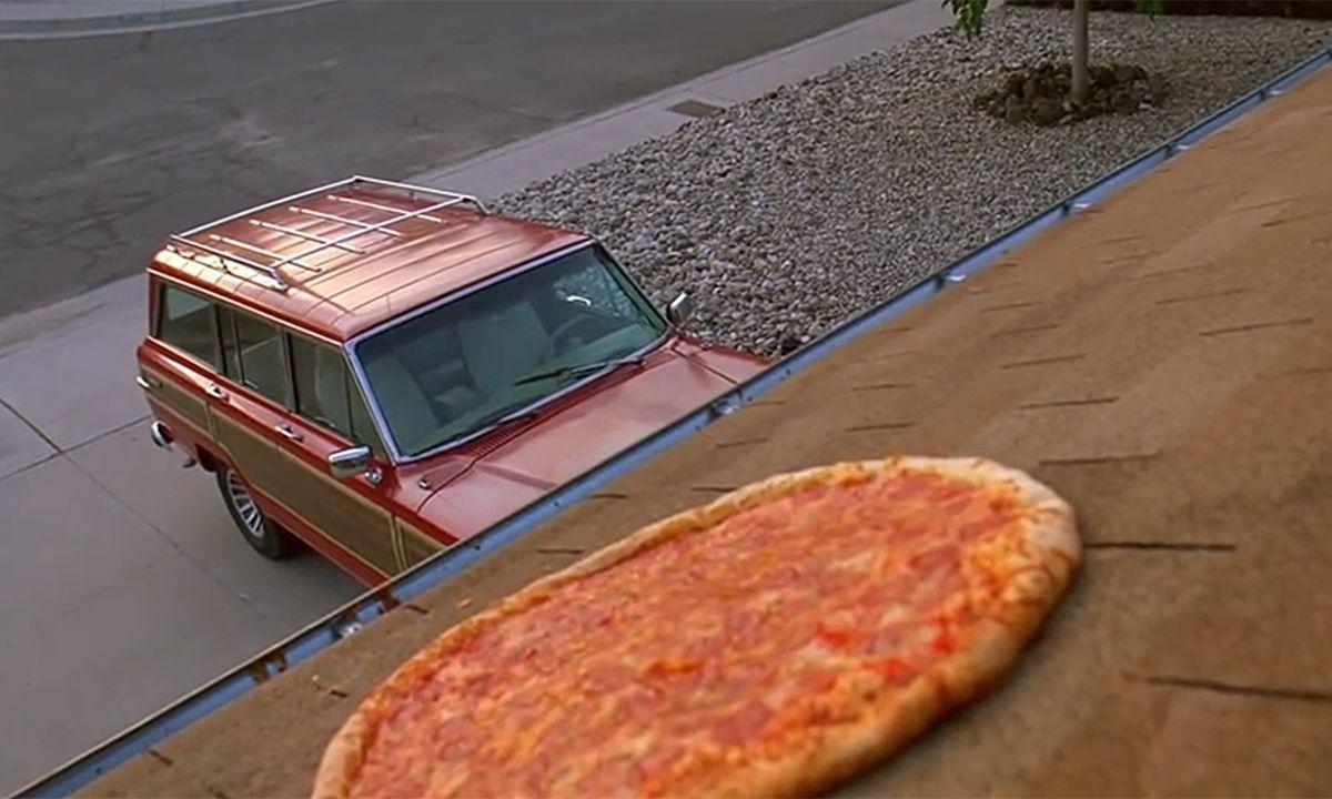 breaking bad erfinder ver rgert ber pizza am dach. Black Bedroom Furniture Sets. Home Design Ideas