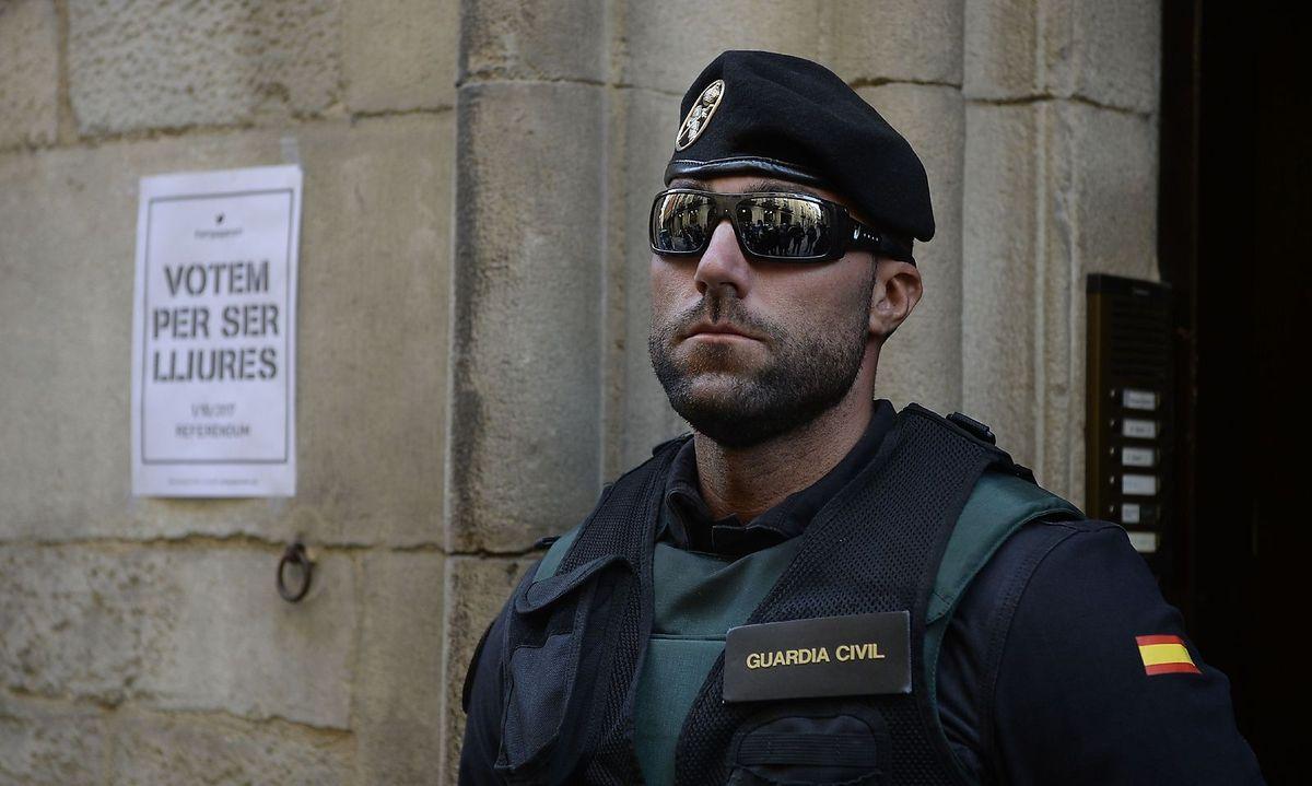 Spanien schickt weitere Polizei- und Zivilgardetruppen nach Katalonien