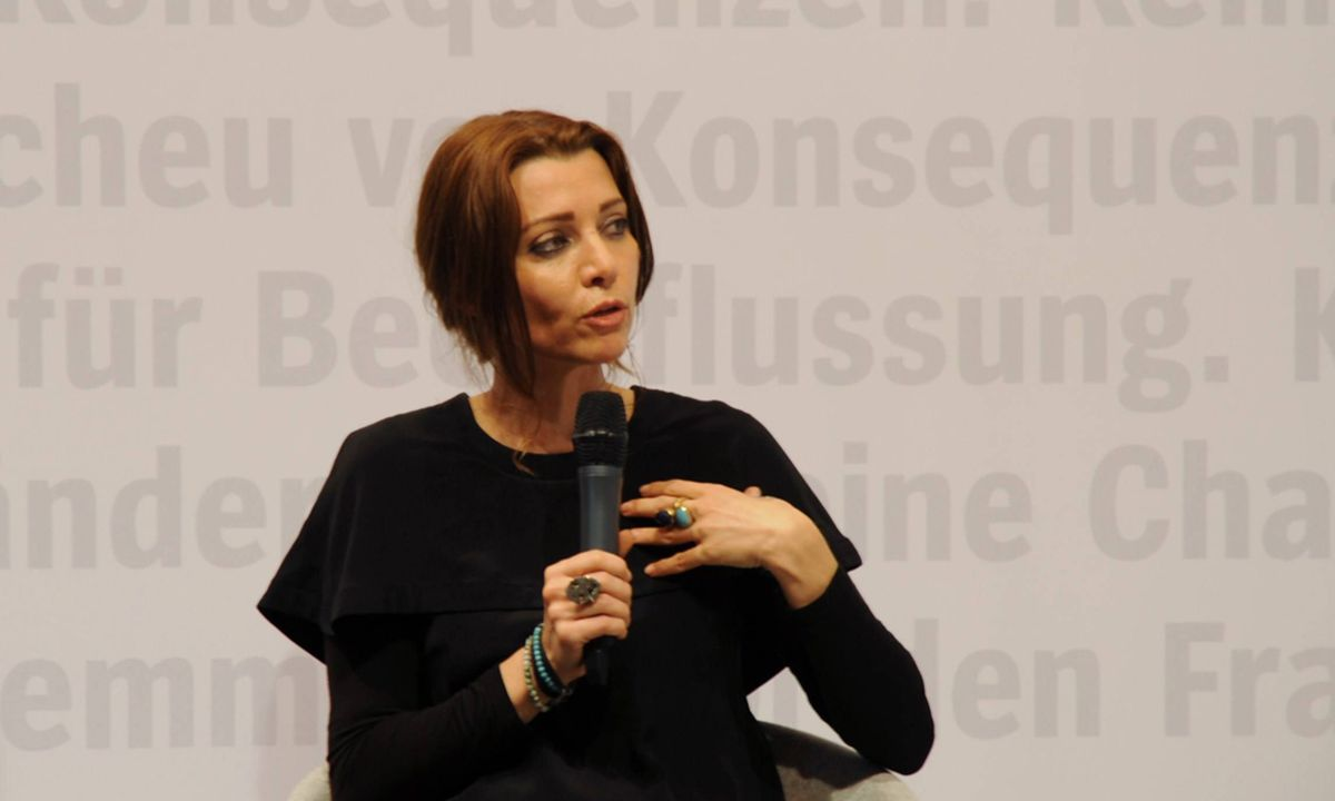 elif shafak morgen werden andere unterdr ckt. Black Bedroom Furniture Sets. Home Design Ideas